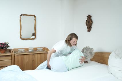 Seniorenpflege Transfer, Prix Santé, Schweiz. Pflege und Spitex für Senioren. Begleitung im Alltag zu Hause oder im Pflegeheim.