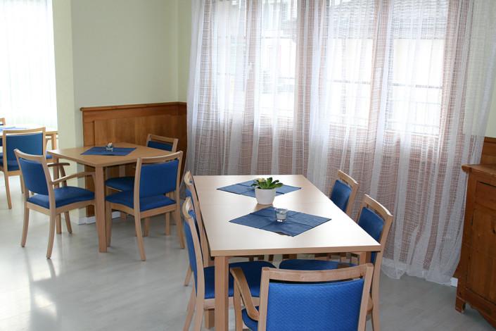 Esszimmer und Aufenthaltsraum in unserem Pflegeheim im Zentrum von Uster