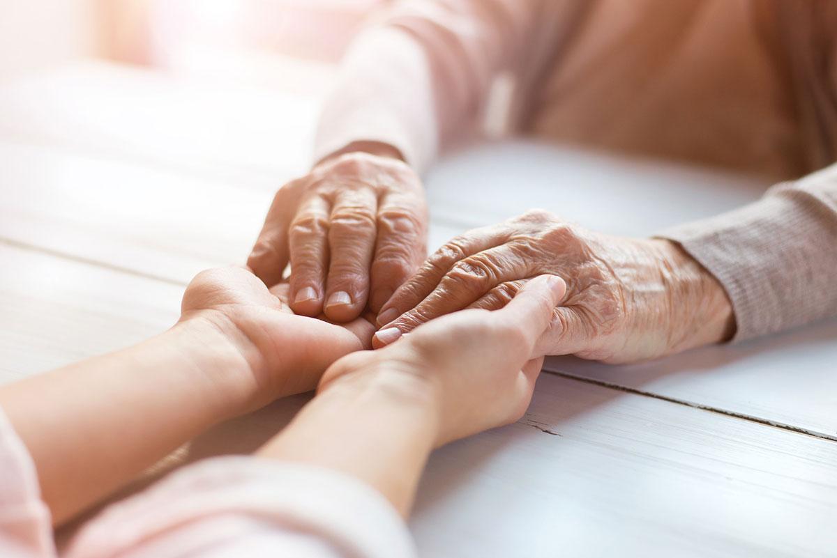 HomeCarePlus und Pflege im Zentrum, Uster. Ergänzende Spitex-Dienstleistungen von Prix Santé. Hauswirtschaft, Betreuung, Notruf System und Mahlzeitendienste für älter Menschen zu Hause.